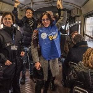 """Gtt,  l'assessora Lapietra e l'ad Foti controllori sui bus a caccia di """"evasori"""""""
