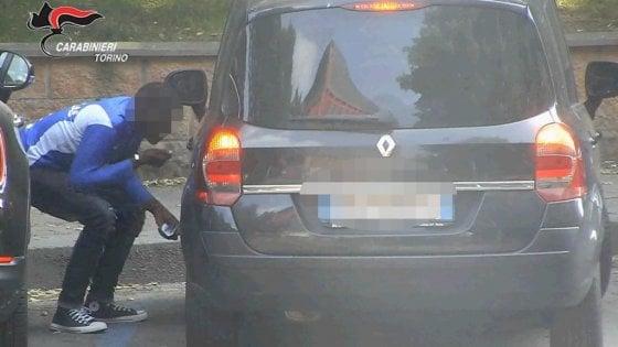 Torino, spaccia cocaina ai giardini pubblici. Arrestato dai carabinieri