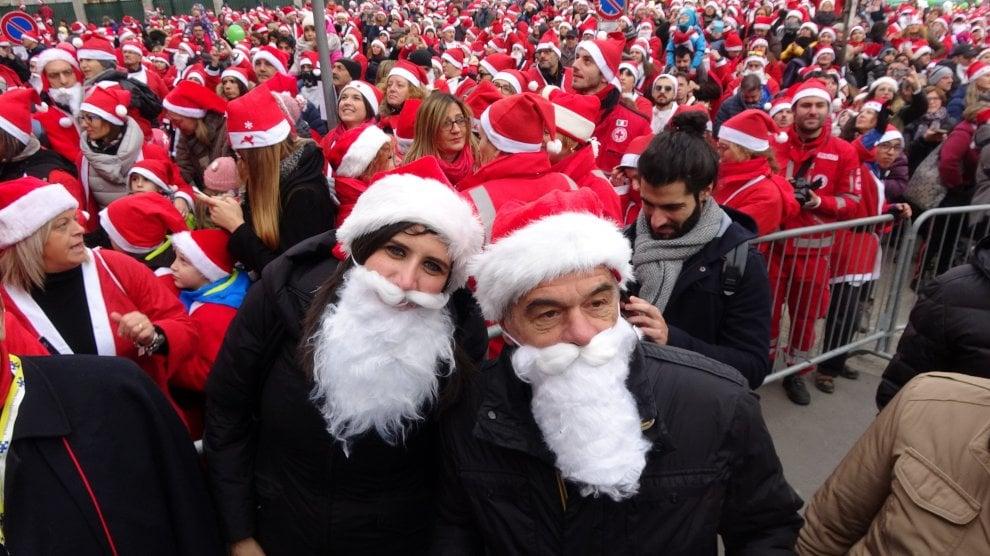 Babbi Natale.Torino Ventimila Babbi Natale Per I Bimbi Dell Ospedale