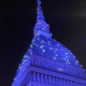 Torino si ispira a Parigi e la Mole diventa blu
