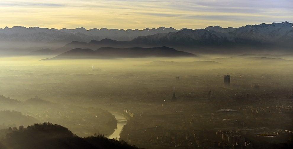 Torino, ecco la cappa di smog sulla città. E sarà così fino a sabato