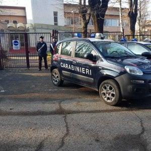 Torino, in classe con una mazza da hockey per vendicarsi dei bulli che lo avevano preso in giro