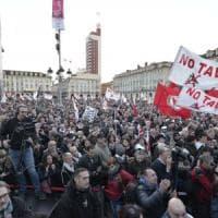 """No Tav, a Torino 50mila in piazza Castello con centri sociali, assessori 5 Stelle e """"gilet..."""