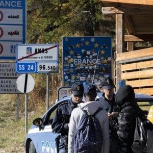 Valsusa, occupano ex casa cantoniera per dare assistenza ai migranti diretti in Francia