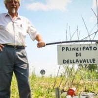 """Vercelli, istituisce un """"Principato"""" su una rotonda: il tribunale lo condanna"""