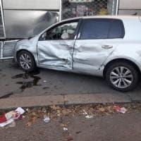 Torino, auto perde il controllo dopo un incidente e travolge una donna sul