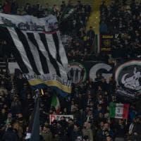 Derby di Torino, nove arresti per lancio di petardi: c'è anche un poliziotto