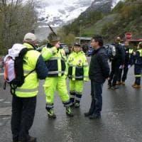 Aosta, pullman con 52 studenti torinesi finisce contro un muro: tutti illesi