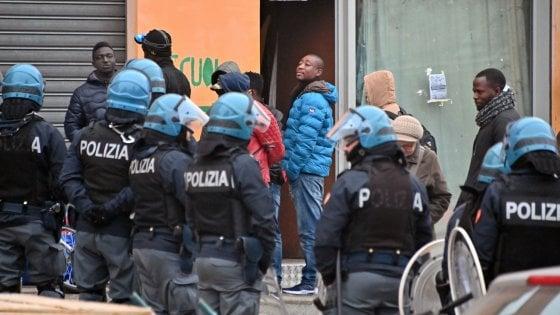 Torino, sgomberate dai migranti le cantine dell'ex Villaggio olimpico: stavolta saranno murate