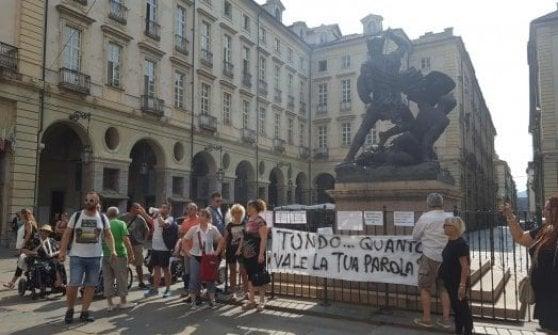Torino, bloccati gli scuolabus del Comune e i pulmini per disabili: le assicurazioni sono tutte scadute
