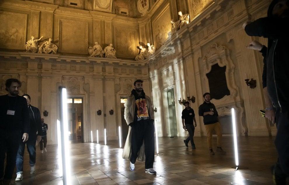 Torino, Palazzo Madama fa da sfondo all'ultimo videoclip di Mengoni