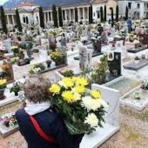 Vercelli, rubano il presepe sulla tomba di un bambino morto a 7 anni
