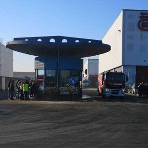 Sito incendio alla ditta di trasporti Arcese: evacuati tutti i dipendenti