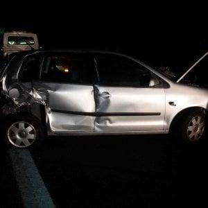 Scontro sull'autostrada Torino-Pinerolo, giovane donna muore sotto gli occhi del padre