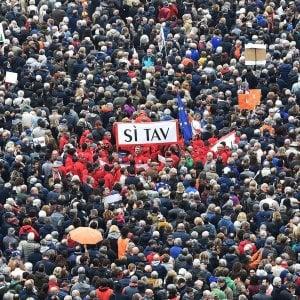 Sì Tav, cento sindaci insieme con le imprese al flash mob in piazza Castello