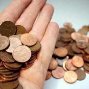 """Bussoleno, pendolare paga il biglietto del treno in monetine ma viene rifiutata: """"Non siamo una banca"""""""