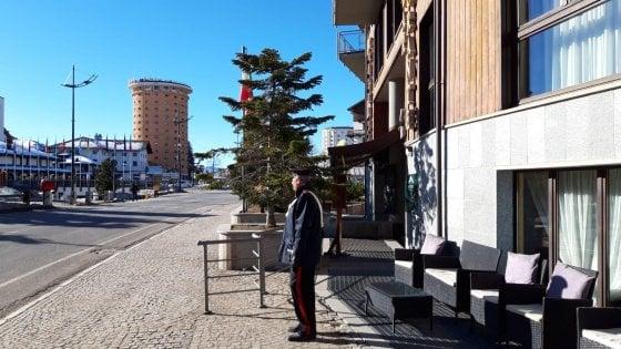 Sestriere,  due turisti si portano a casa pure il divano dell'albergo