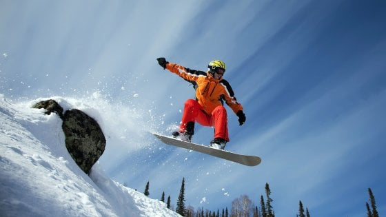 Courmayeur, snowboarder su pista vietata precipita sulle rocce e muore sotto gli occhi dell'amico