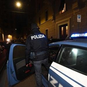 Torino, arriva la polizia coppia di evasi si nasconde nell'armadio