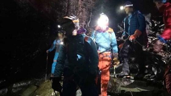 Intrappolati sulla cascata di ghiaccio in Val d'Aosta, sette alpinisti salvati nella notte