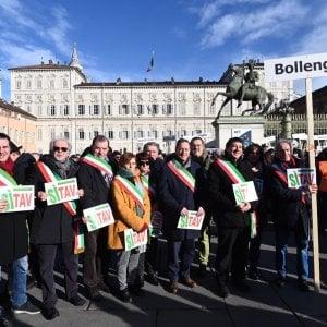 Sì Tav, i sindaci con la fascia violano le regole al flash mob per la Torino-Lione