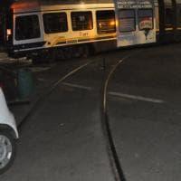 Torino, tram si scontra con un'auto e deraglia: due feriti