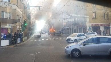 Torino, il mistero degli autobus a fuoco: la procura indaga su eventuali responsabilità
