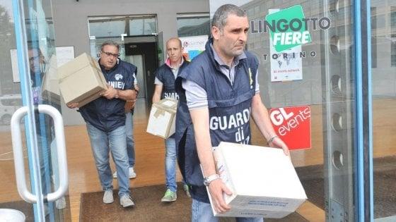 Torino, chiusa l'inchiesta sul Salone del Libro: 29 avvisi a politici e amministratori, c'è anche Fassino