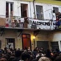 Torino, concerto dal balcone di casa: i musicisti a processo