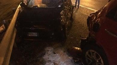 Torino, due ragazze e un operaio fermi     nella corsia d'emergenza per un incidente  travolti da un'auto sulla Tangenziale: gravi
