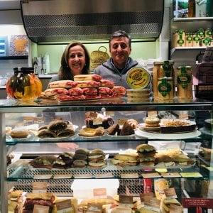 """Autostrada Torino-Savona, i """"resistenti"""" in difesa del panino gourmet: """"Noi, non chiudiamo"""""""