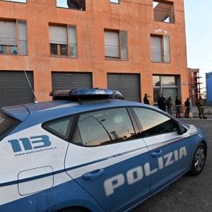 Aggredisce i poliziotti pochi minuti dopo esser stato scarcerato: torna in cella