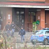 Torino, all'istituto Colombatto crolla pezzo del controsoffitto: ferita