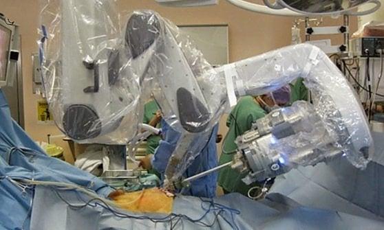 Chirurgia mini-invasiva senza cicatrici, a Torino test nazionale dell'ultima generazione del robot Da Vinci