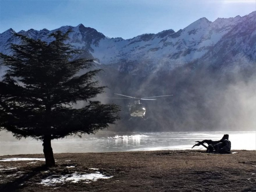 Spettacolare  salvataggio del camoscio bloccato sul lago ghiacciato a Ceresole