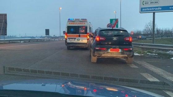 Alessandria, bimba nasce in auto su una piazzola d'emergenza dell'autostrada