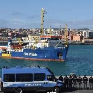 """Sea Watch, parte da Torino esposto di Legal team contro Salvini: """"Dovere dell'Italia soccorrere i naufraghi"""""""