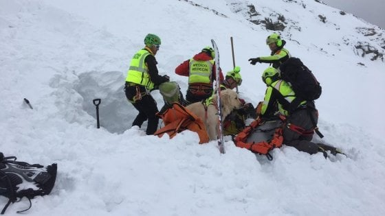 Strage di sciatori a Courmayeur: trovati morti sotto una valanga i quattro dispersi