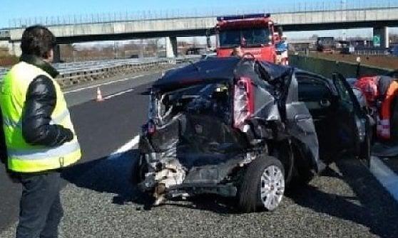 Vercelli, incidente in autostrada per lo juventino Douglas Costa: con la sua Jeep tampona una Punto, illeso