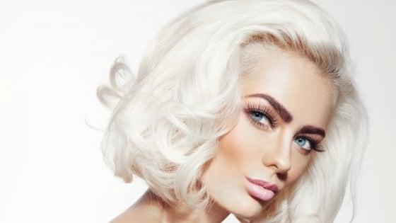 vasto assortimento carino economico acquista l'originale Se i capelli bianchi avanzano la natura li colora in ...