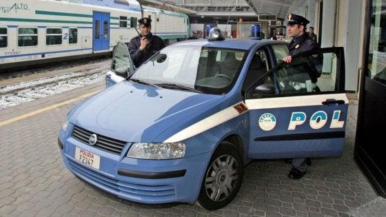 Novara, senza biglietto dà una testata al capotreno che decide di proseguire per non accumulare ritardi