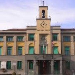 Venaria, tre dipendenti comunali accusati di pedopornografia: un arresto e due denunce