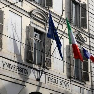 Torino,  lite Italia -Francia: l'Università issa la bandiera transalpina