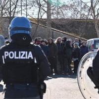 Anarchici protestano al processo Scripta Manent: sgomberata l'aula