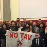 Torino, Cinque Stelle divisi: due consigliere verso l'addio, appello della