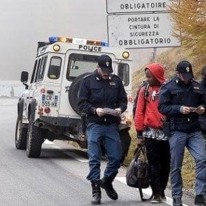 I volontari francesi: in un anno 30 migranti morti nel tentativo di attraversare le Alpi