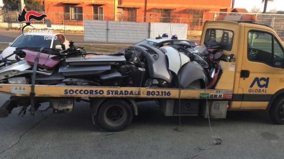 Decine di pezzi di auto rubate in una carrozzeria a Caselle