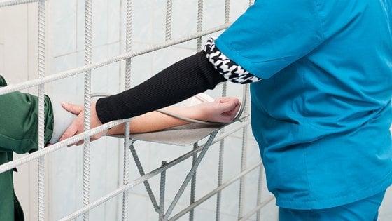 Un solo infermiere per 370 detenuti, allarme nel carcere di Vercelli