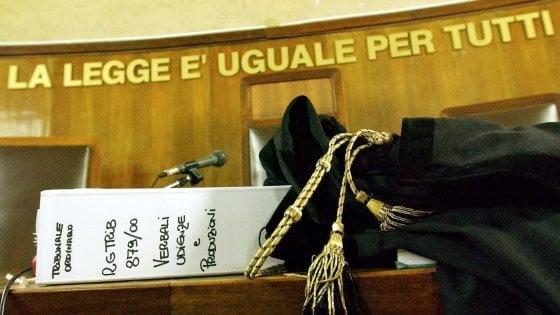 Torino, avvocato in cella per maltrattamenti: il giudice in aula ordina l'arresto