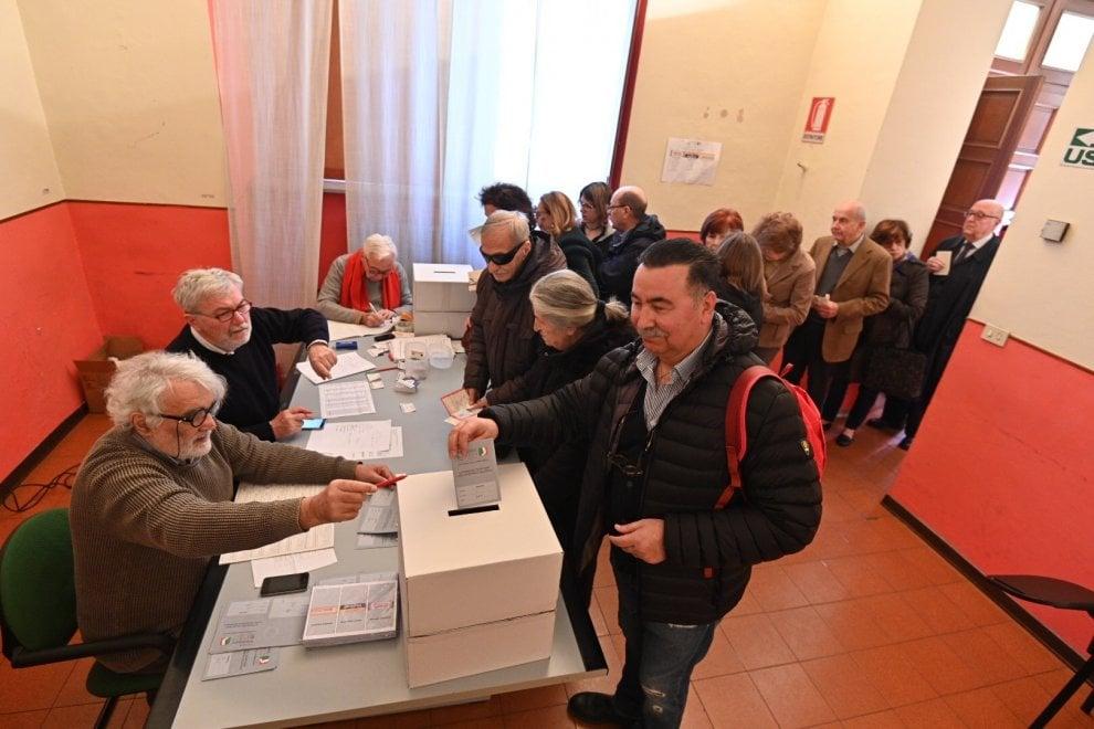 Torino si mette in coda per scegliere il nuovo leader dei democratici